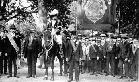 Bedmond Foresters outside the White Hart Inn, c. 1910