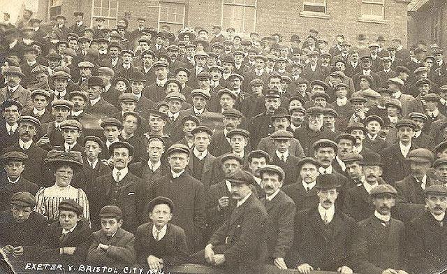 Crowd 1917