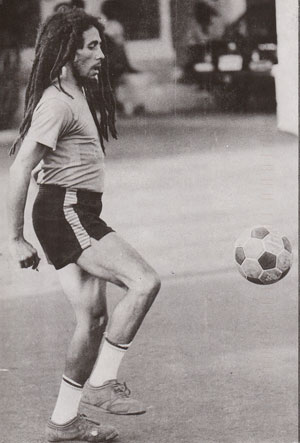 Bob Marley juggling
