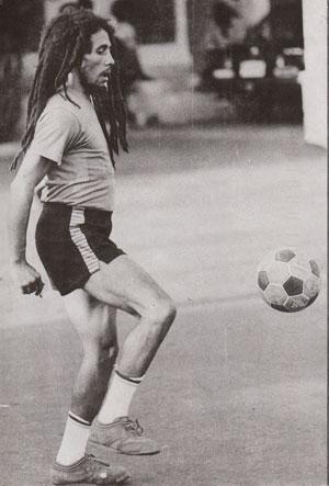 Bob Marley juggling
